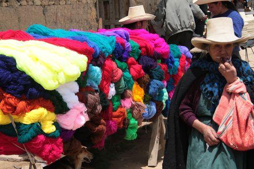 Puesto de venta ambulante en las calles de Cajamarca (Perú).