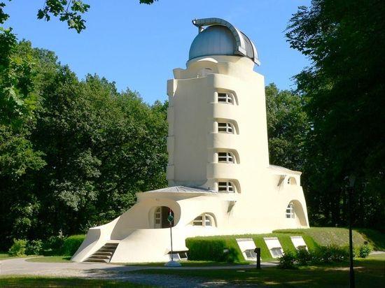 800px-Einsteinturm_7443