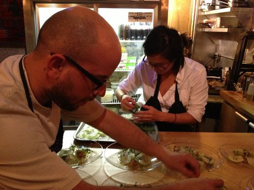 Entre ambos preparan un menú creativo, vegetariano para 10 comensales