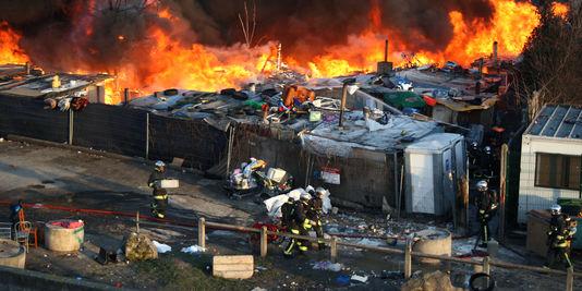 1849053_3_8e4c_des-pompiers-s-affairent-pour-eteindre-un_30c5c14daad9a8b0469615d1534a1953