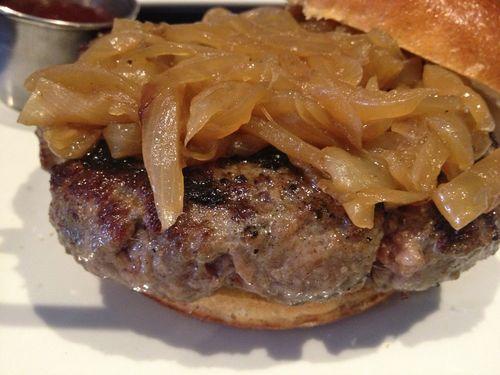 Hamburguesa de Burger Bistro, en Brooklyn, excelente, la segunda de NY para la guía Zagat