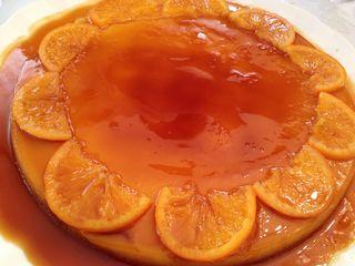 Exquisito flan (tocino de cielo con pasta de almendras y naranja)