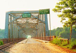 Puente de acceso a Puerto Berrío