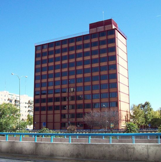 Edificio_Arriba_(Madrid)_01