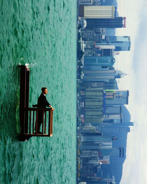 Philippe Ramette Hombre ante el mar 1