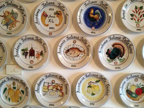 Platos de reconocimiento que la Academia italiana de la cocina entrega año tras año a esta acetaia artesana