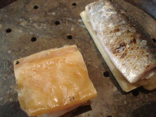 Sardinas ahumadas con huesos de aceitunas y berenjenas