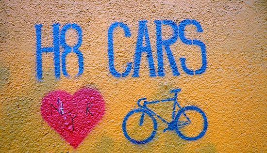 Graffiti que declara su odio a los coches.