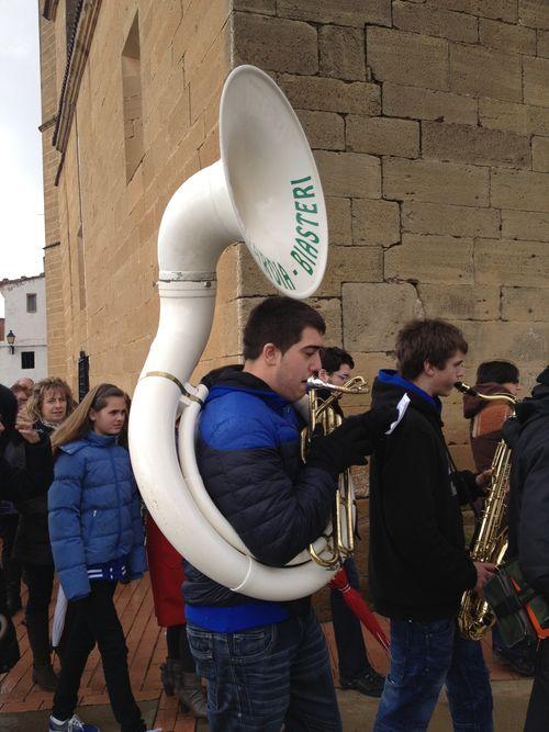 Charanga de jóvenes de Laguardia que acompañó a la procesión de Páganos