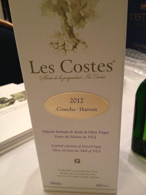 Les Costes, aceite Premium de l´Estornell. Lo venden en NY en Dean & DeLuca. En la etiqueta figura claramente reseñada la fecha de la cosecha.