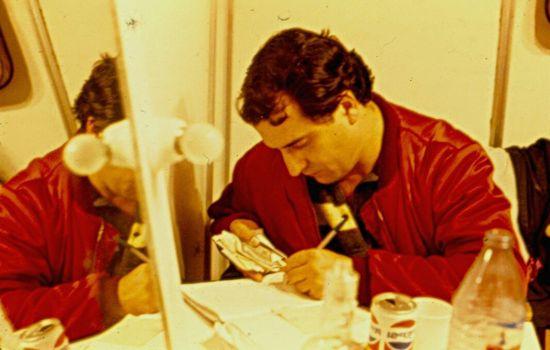 Flavià contando la pasta después de un bolo. 1982.