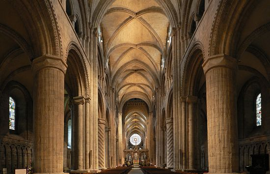 Durham_Cathedral._Interior  Oliver-Bonjoch Wikimedia