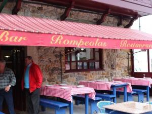 Terraza del restaurante Rompeolas, frente al mar