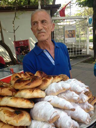 Vendedor ambulante de bollosy panecillos
