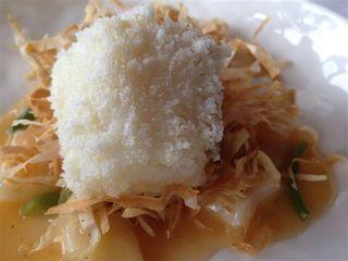 Bacalao sobre paja comestible, uno de los muchos golpes de humor que Subijana prodiga durante el almuerzo