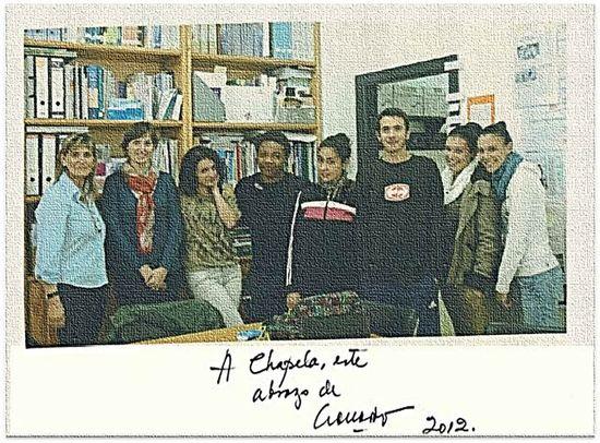 Tuvimos la suerte, después de trabajar sobre 'Patas arriba. La escuela del mundo al revés', que Eduardo Galeano nos firmara una dedicatoria al IES 'Chapela'