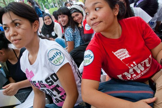 163713_Indonesian_migrant_domestic_workers_attend_awareness_raising_event