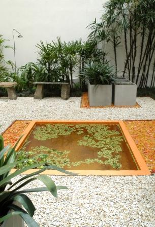 Peque os jardines en medio del asfalto y la contaminaci n for Pisos para patios interiores