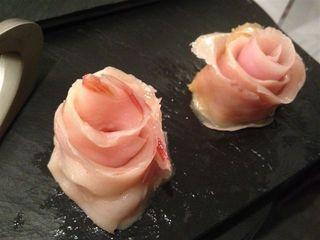 Rosas de tocino preparadas por uno de los participantes para montar el plato artístico