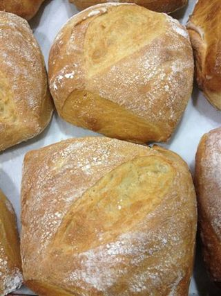 Pan antiguo amasado y cocido en el horno de Coque con maderas de olivo