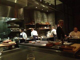 Cocina de Atera contempladas desde la barra