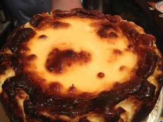 Tarta de queso de La Viña, probablemente (no es ironía) la mejor del mundo. Si alguien conoce otra que lo proclame a los cuatro vientos