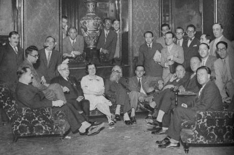Manuel-Azana-presidente-del-Ateneo-y-Valle-Inclan-con-otros-contertulios-en-La-Cacharreria.1930_large
