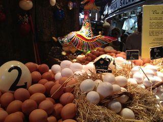 Puesto de Ous de Calaf en el mercado de La Boquería