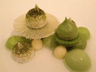 """Dulce final en el restaurante Hertog Jan después de un menú sensacional. """"Todo verde"""". Pistacho, manzana verde, acedera y té matcha"""