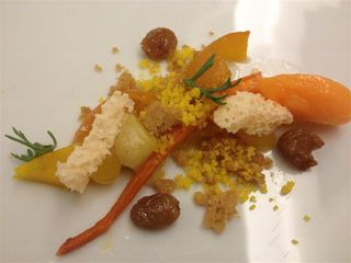 Restaurante Pastorale. Frutas y verduras de sabores muy suaves. Se intuye la famosa estética en semicírculo