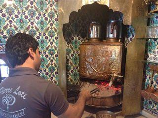 Camarero de Pierre Loti preparando el café turco