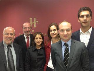 Francisco Orobitg, director de la Escuela, al fondo, junto con su equipo. En primer plano Juan Manuel Osorio, director académico