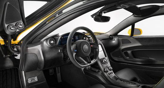 McLaren P1 puesto de conducción