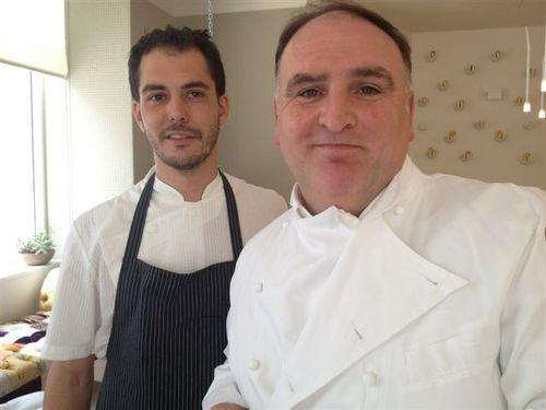 José Andrés con su ayudante en su famoso restaurante MiniBar en Washington
