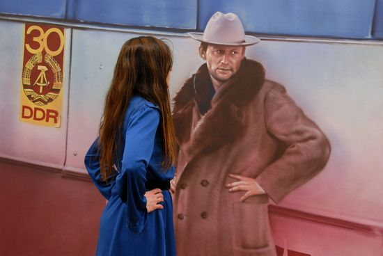 Kippenberger.PACO ARTEAGA sin título, de la serie Lieber Maler, male mir - Visitante en la Hamburger Bahnhof frente a autorretrato de Kippe