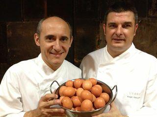Paco Pérez con su jefe de cocina en L´Eggs, Ángel González