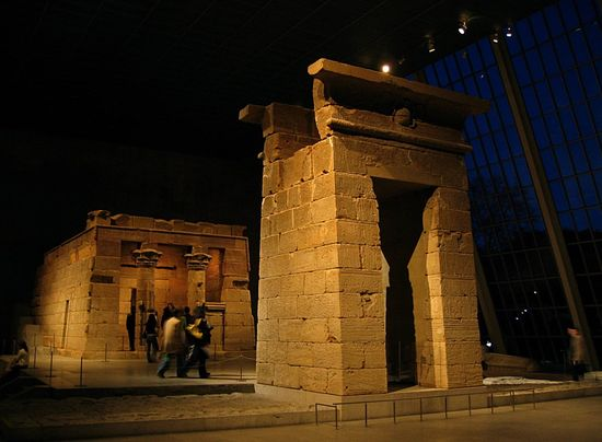 Temple_of_Dendur-_night