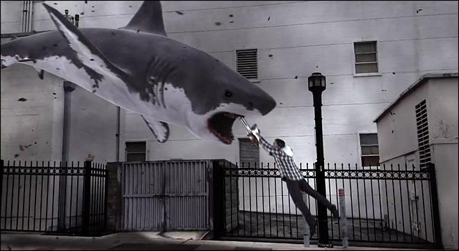Tiburones, tornados y motosierras, no se puede pedir más