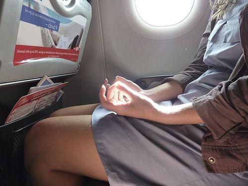 Meditando en un avión