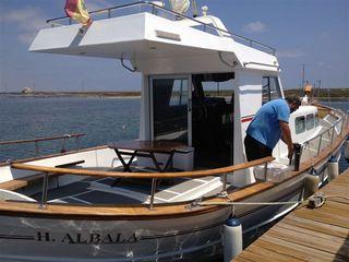Embarcación de la empresa Albadalejo