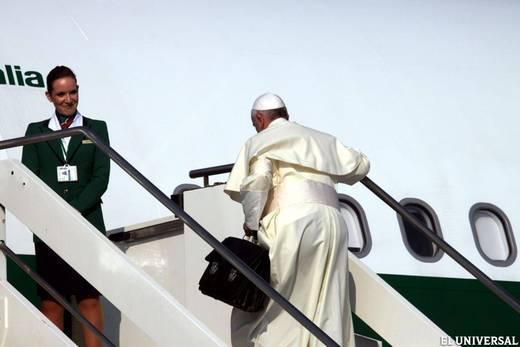 Francisco subiendo al avion hacia brasil