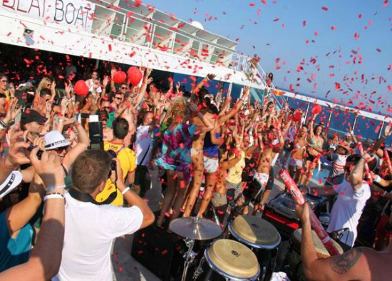 Love beat boat