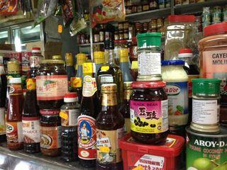 Mostrador con productos tailandeses