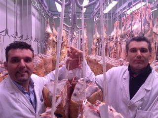 Ladi y Óscar Juan en una de sus cámaras en Mercamadrid