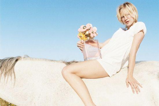 Daisy_eau-campaign_Hannah-Holman-600x401