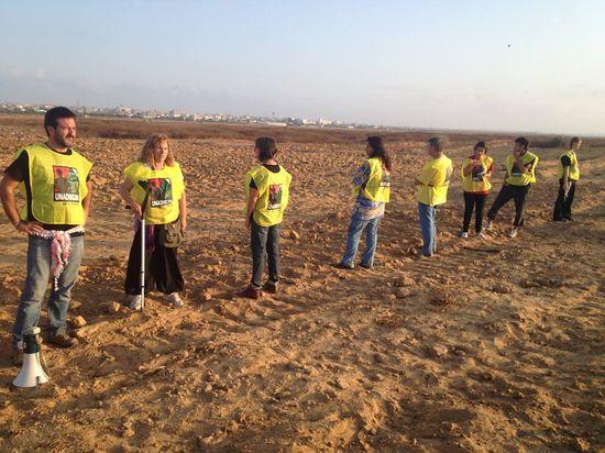 Brigadistas internacionales en la franja de Gaza. A la izquierda, Manu Pineda