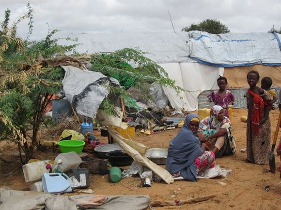 179825_Women_and_children_in_IDP_camps_in_Mogadishu