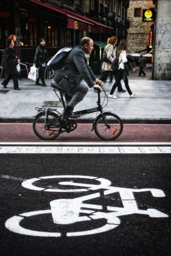 La nueva cuña publicitaria de la DGT tilda a los ciclistas de estorbo. Cristobal Manuel.