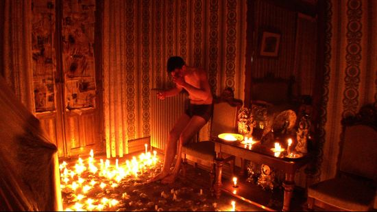 Tonio candles (Jonah Ehrenreich)2