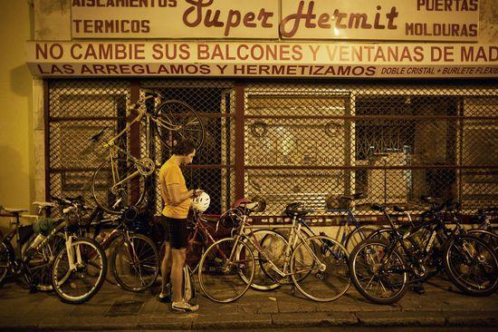 Bicis aparcadas tras la carrera Once Avenidas.